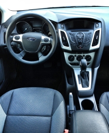 2013 Ford Focus SE drivers side interior