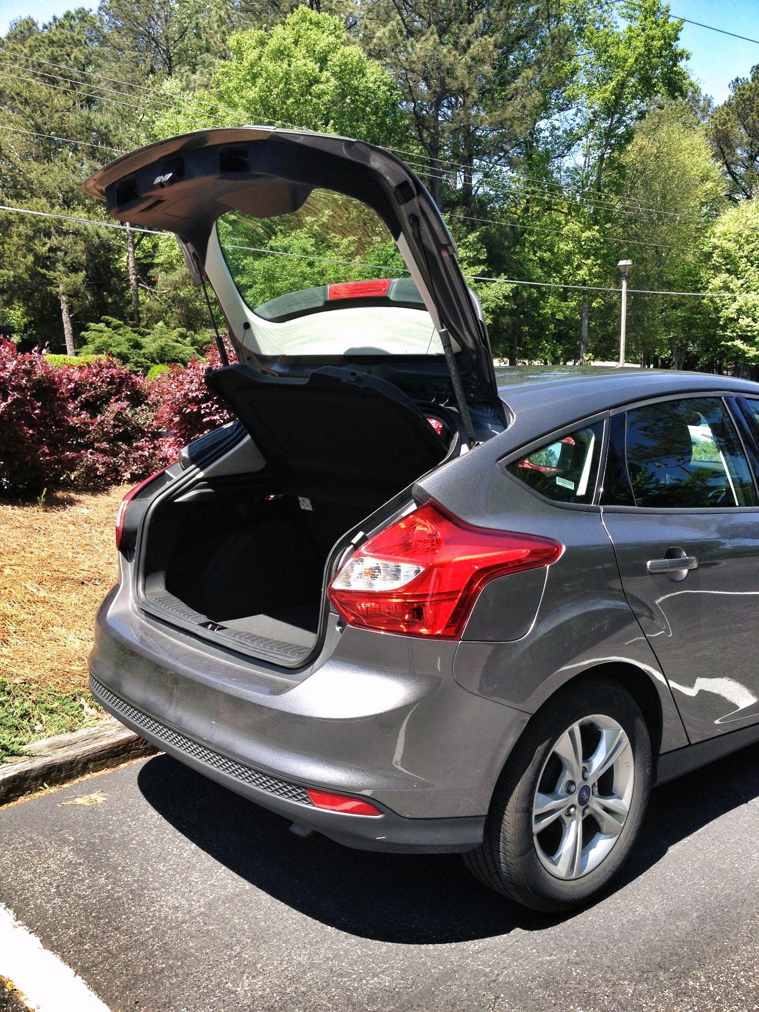 ford focus trunk ford focus hatchback tailgate trunk trim. Black Bedroom Furniture Sets. Home Design Ideas