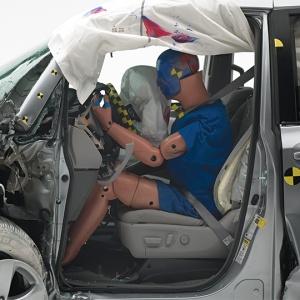 IIHS 2015 Toyota Sienna