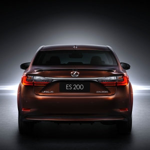 12015_ShanghaiMotorShow_2016_Lexus_ES_200_004