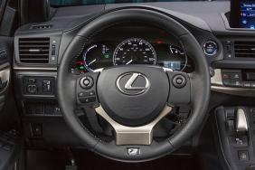 2014_Lexus_CT_200h_038