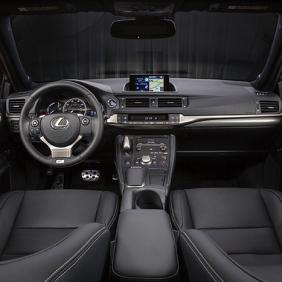 2014_Lexus_CT_200h_042