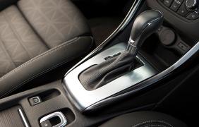 2016-Buick-Cascada-Convertible-005
