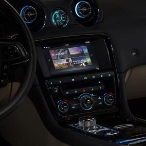 2016 Jaguar XJ Infotainment 2