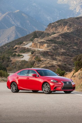 2016_Lexus_IS_200t_F_SPORT_002_D8424C75E59BC5CD4253C631FB03E0B399DE101F