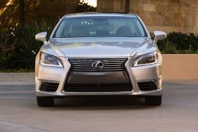 2013_Lexus_LS_460_019