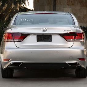 2013_Lexus_LS_460_020