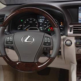 2013_Lexus_LS_460_interior_002_043E79573631A43DB0F381F9EB8F7CCD7E2DFACE