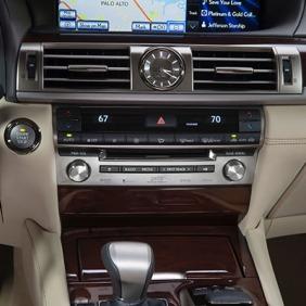 2013_Lexus_LS_460_interior_003_104A8CC06C4C407E70C9990A28EA4F303CC5E676