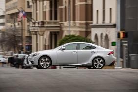 2016_Lexus_IS_350_008_BD547FC815436CB80B75629CF932AD66C81F1819