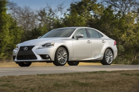 2016_Lexus_IS_350_010_935590D751142C56974739577C3AEF1A55399D2F