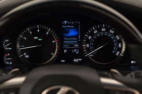 2016_Lexus_LX_570_020_0AFB1DE6E60F003DAD667D7113BDCADAE32379CA