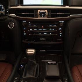 2016_Lexus_LX_570_022_0E8424DD45800593A46029B20720348C6B45E1D8
