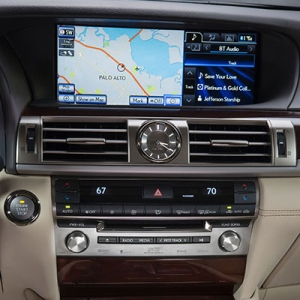 Infotainment_2013_Lexus_LS_460_interior_003_104A8CC06C4C407E70C9990A28EA4F303CC5E676