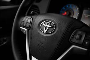 2015_Toyota_Sienna_SE_019