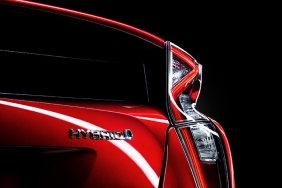2016_Toyota_Prius_025_D178E20FFA2EE1477AC8414D7A7F7BACDAAC4EE7