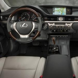 2013_Lexus_ES_350_19