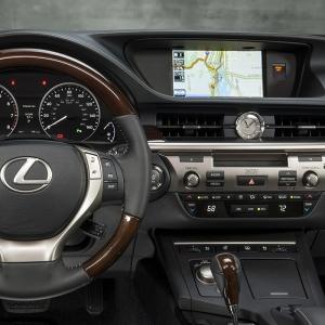 2013_Lexus_ES_350_20