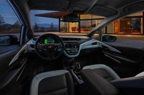 2017-Chevrolet-BoltEV-007