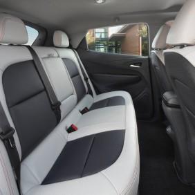 2017-Chevrolet-BoltEV-010