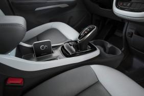 2017-Chevrolet-BoltEV-011