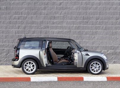 2008_MINI_Clubman_Parked_with_Doors_Open